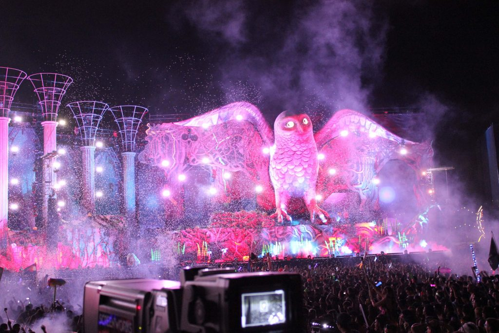 Giant inflatable owl on stage EDC 2014 with crowd