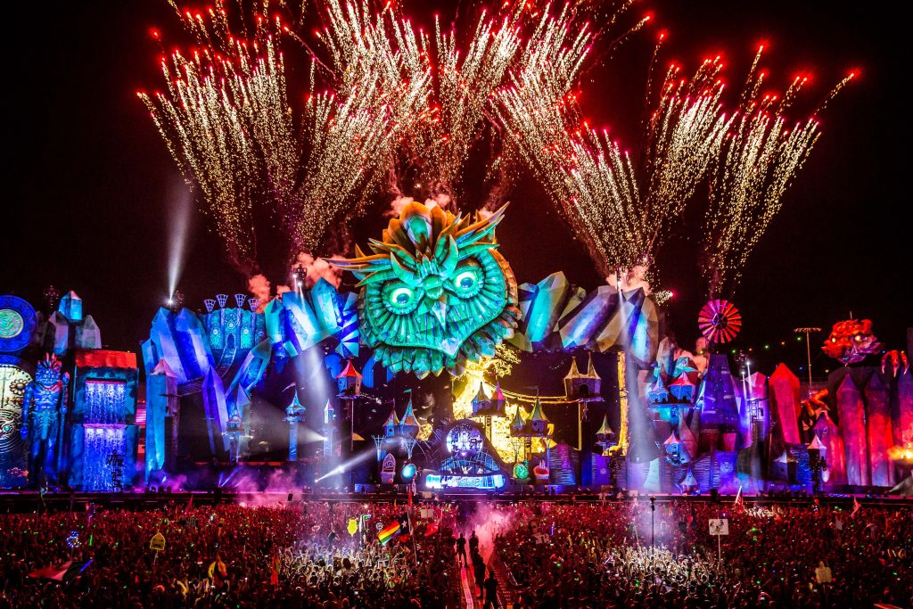 EDC 2015 giant inflatable owl head, dragon and owl guardians
