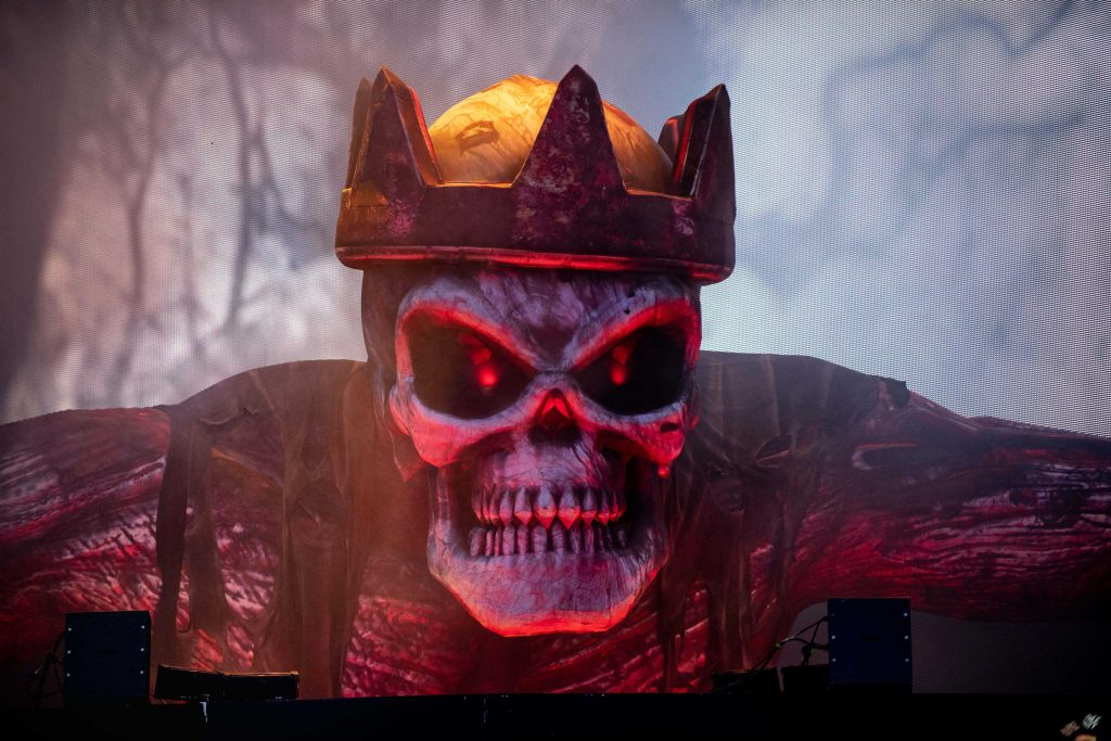 Inflatable skeleton king, Avenged Sevenfold